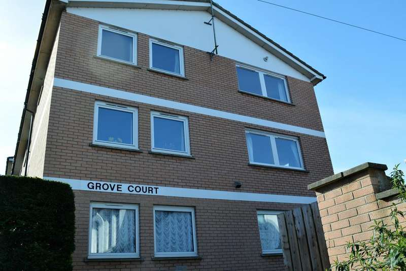 2 Bedrooms Flat for sale in The Grove, Dorchester DT1