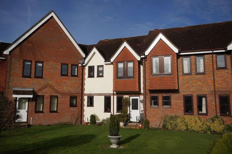 2 Bedrooms Flat for sale in Prestwood