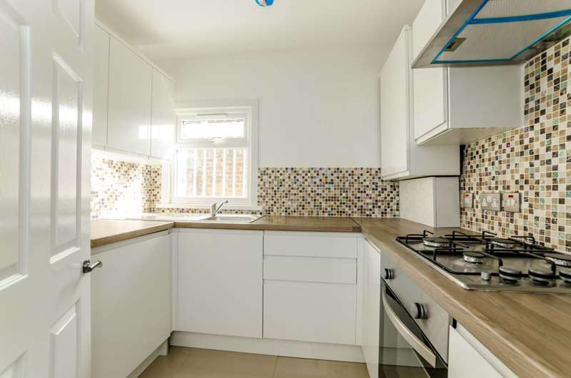 2 Bedrooms Flat for sale in Lucas Avenue, Upton Park, E13