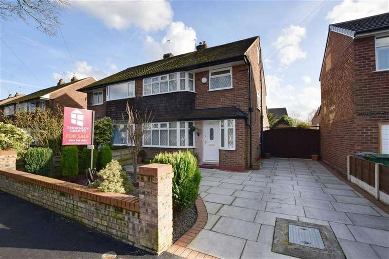 3 Bedrooms Semi Detached House for sale in Woodsend Road, Flixton