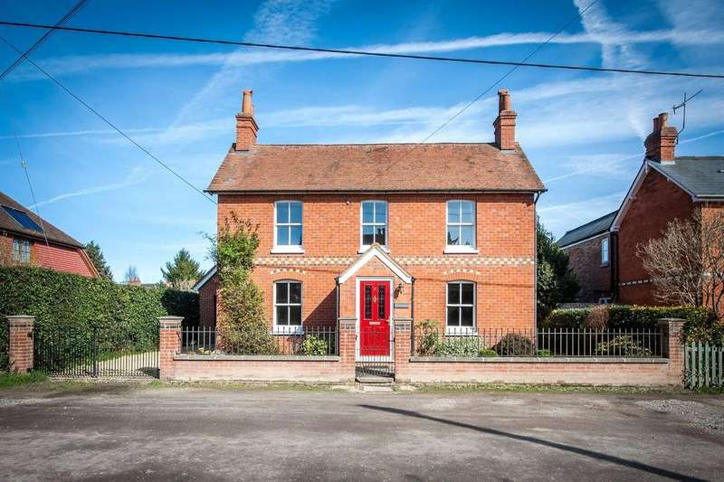 4 Bedrooms Detached House for sale in St Marys Road, Mortimer, Reading, Berkshire, RG7