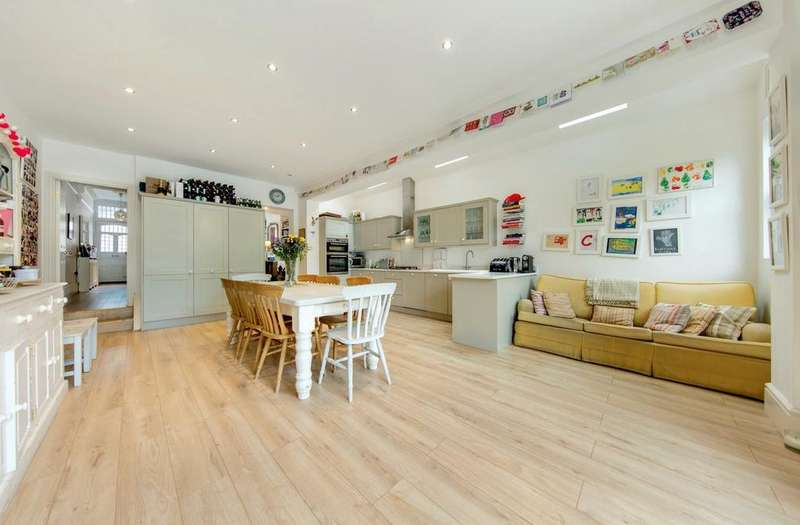 5 Bedrooms Terraced House for sale in Pendle Road, SW16