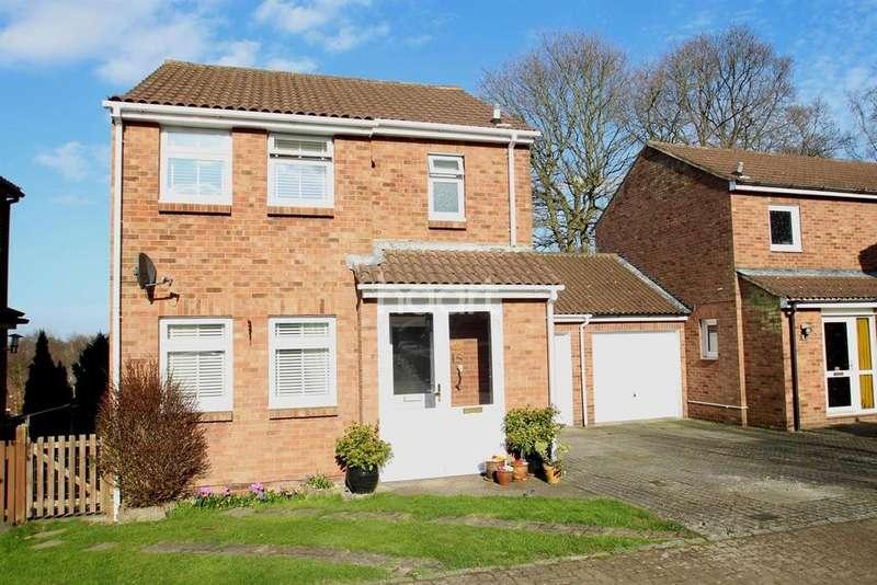 3 Bedrooms Detached House for sale in Locksley Close, Walderslade Woods