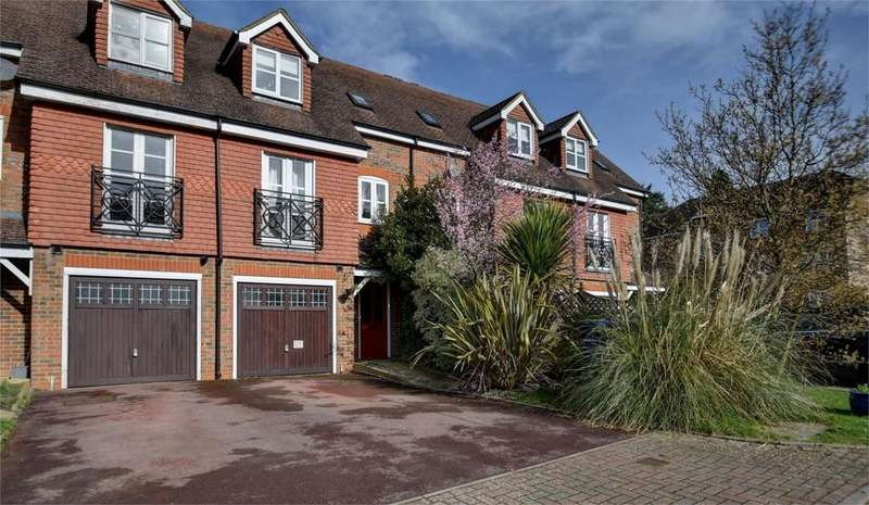4 Bedrooms Town House for sale in Royal Huts Avenue, HINDHEAD, Surrey