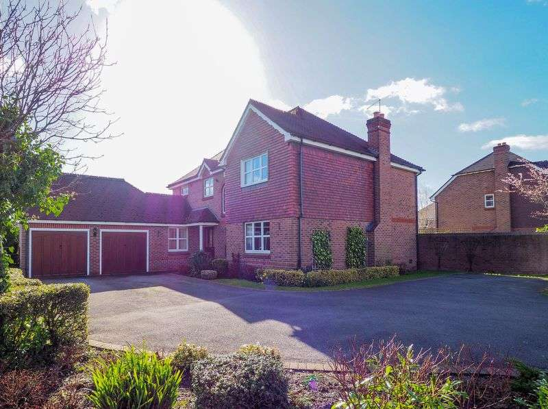 5 Bedrooms Detached House for sale in Meadowbank Avenue, Stafford