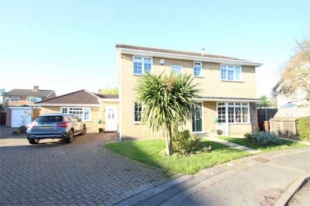 4 Bedrooms Detached House for sale in Bridgehill Close, GUILDFORD, Surrey