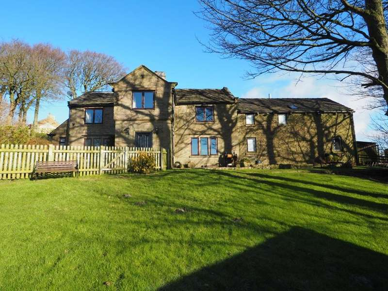 5 Bedrooms Detached House for sale in Eaves Knoll, New Mills, High Peak, Derbyshire, SK22 4QD