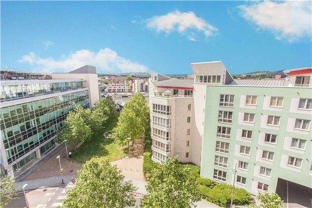 2 Bedrooms Flat for sale in Balmoral House, Canons Way, BRISTOL, BS1 5LN