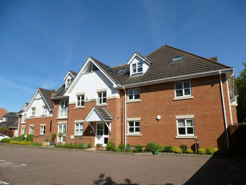2 Bedrooms Flat for sale in Ampfield Court, Chandler's Ford