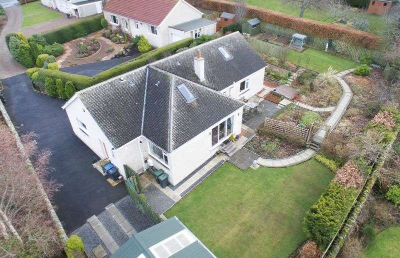 5 Bedrooms Detached House for sale in Tantallon, Frankscroft, Peebles