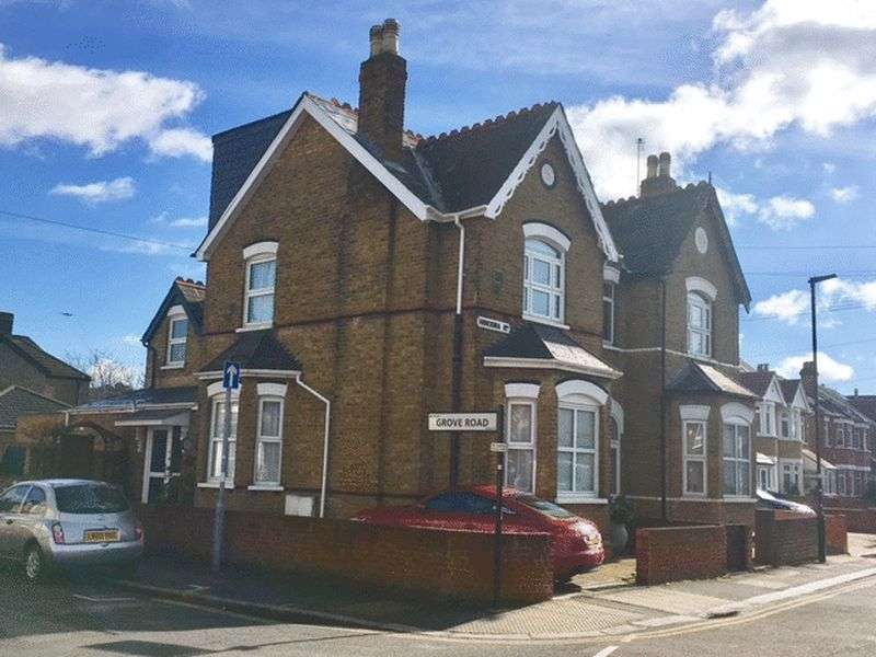 4 Bedrooms Semi Detached House for sale in Hibernia Road, Hounslow