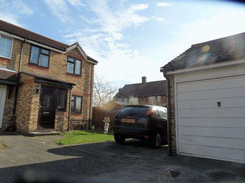 3 Bedrooms Terraced House for sale in Three Bedroom End of Terrace House in Danbury Crescent, South Ockendon, Essex