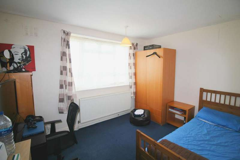 3 Bedrooms Flat for sale in Cornwall Road, Tottenham, London N15