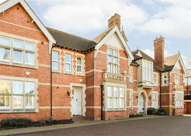 4 Bedrooms Flat for sale in Victoria Court, Hereford