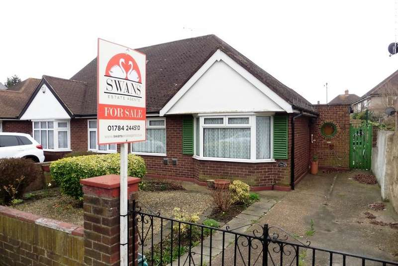 2 Bedrooms Semi Detached Bungalow for sale in Staines Road, Bedfont, TW14