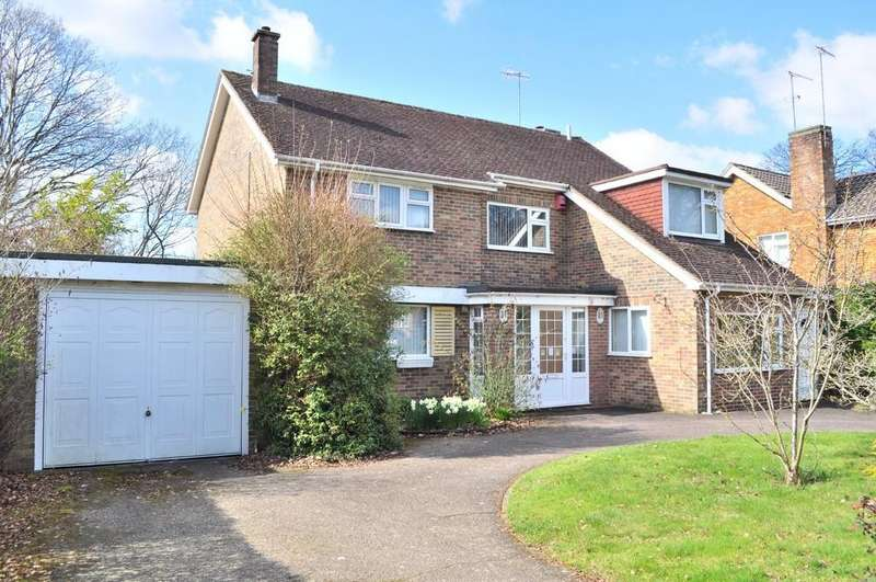 4 Bedrooms Detached House for sale in Grattons Drive, Pound Hill