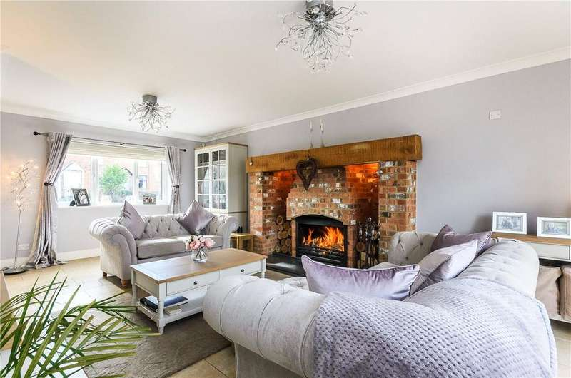 4 Bedrooms Detached House for sale in Bedford Road East, Yardley Hastings, Northampton, Northamptonshire, NN7