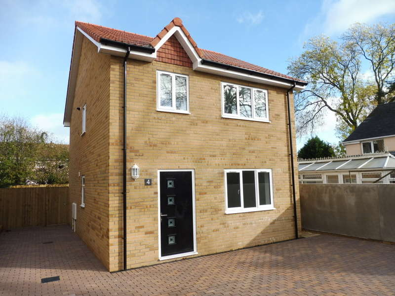 4 Bedrooms Detached House for sale in Ton Road, Cwmbran