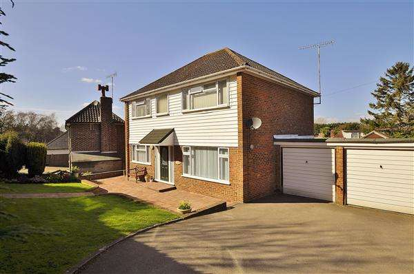 4 Bedrooms Detached House for sale in ASHFORD TN25