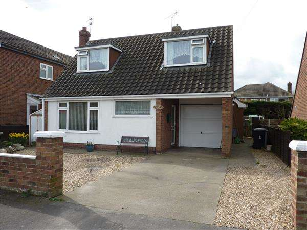 3 Bedrooms Detached House for sale in EASTFIELD RISE, HOLTON LE CLAY, GRIMSBY