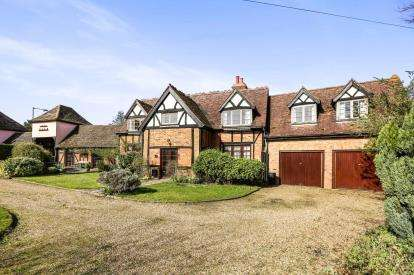 5 Bedrooms Detached House for sale in Turnpike Lane, Ickleford, Hitchin, England