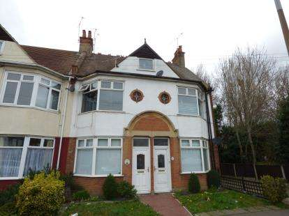 2 Bedrooms Maisonette Flat for sale in Westcliff-On-Sea, Essex, England