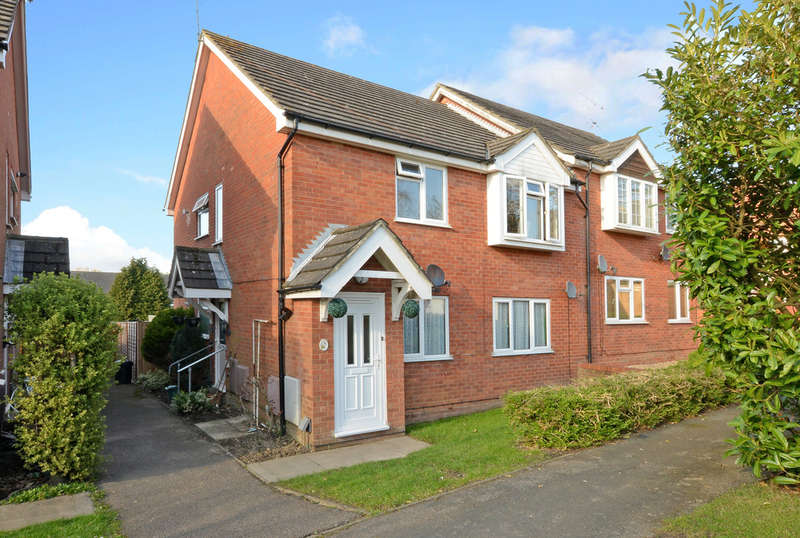 2 Bedrooms Flat for sale in Chilham Close, Camberley