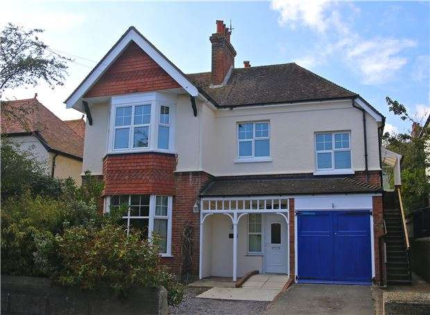 3 Bedrooms Flat for sale in Bedford Avenue, BEXHILL-ON-SEA, East Sussex, TN40 1NG