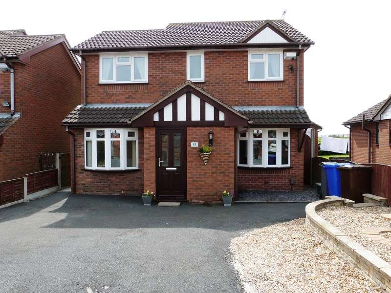 4 Bedrooms Detached House for sale in Woodruff Close, Packmoor, Staffordshire, ST7 4UL
