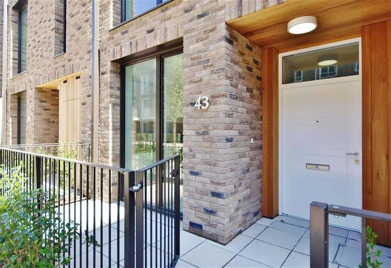 5 Bedrooms Property for sale in Starboard Way, Royal Wharf, London