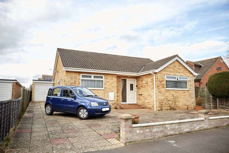 3 Bedrooms Detached Bungalow for sale in Lloyd Road, Taverham