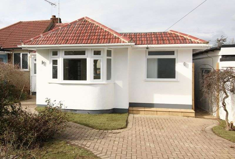 3 Bedrooms Semi Detached Bungalow for sale in Stuart Road, East Barnet