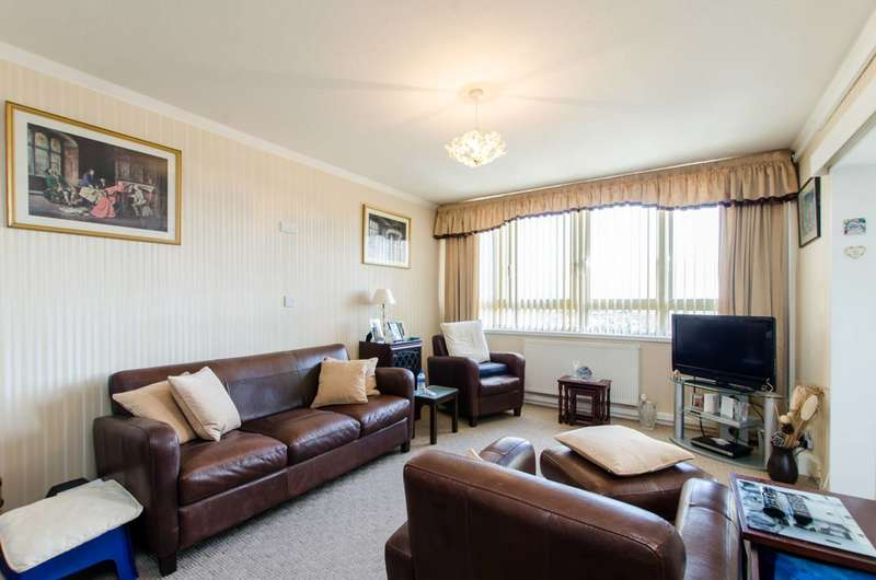 2 Bedrooms Maisonette Flat for sale in Clapham Road, Oval, SW9