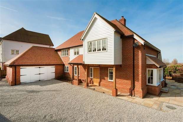 4 Bedrooms Detached House for sale in Church Hill, Hernhill, Faversham