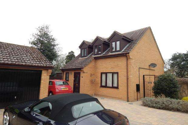 3 Bedrooms Detached House for sale in Wenny Court, Chatteris, PE16