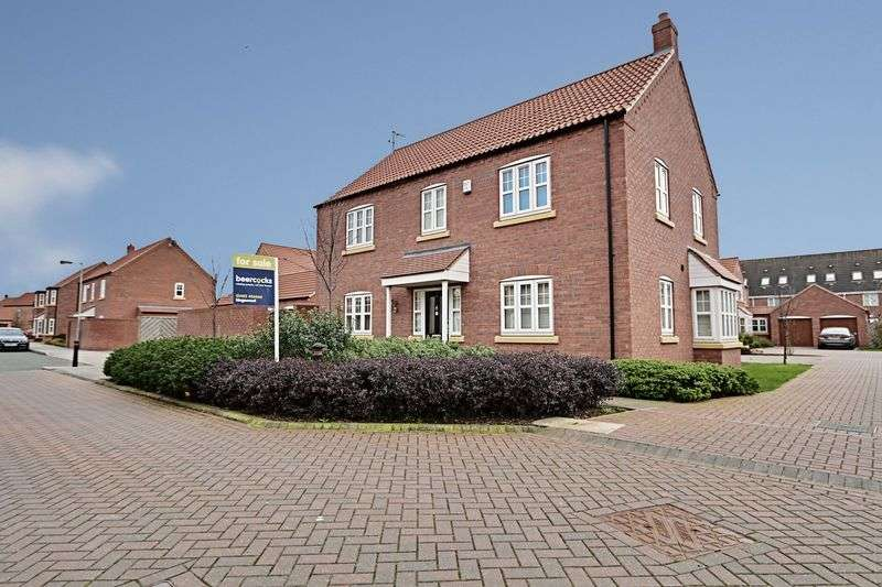4 Bedrooms Detached House for sale in New Forest Way, Kingswood