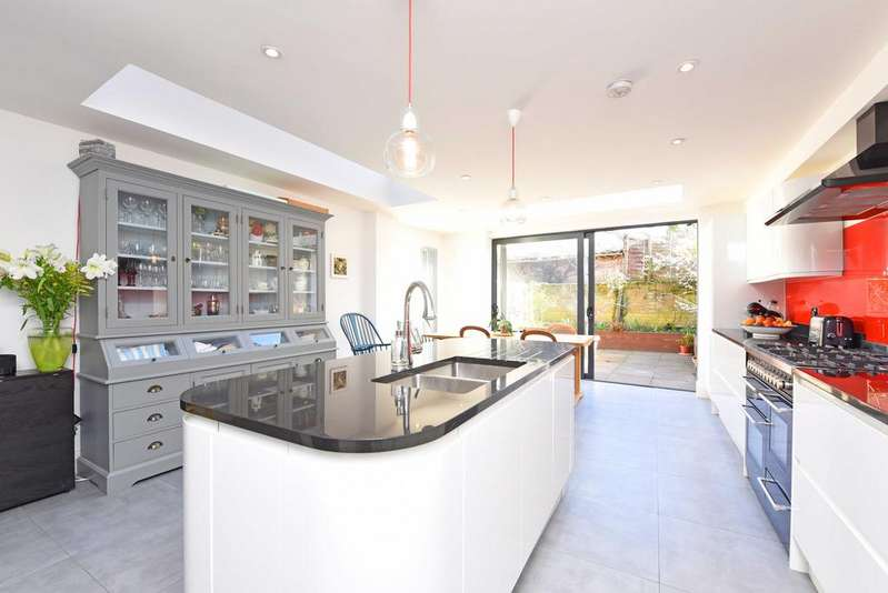 5 Bedrooms Terraced House for sale in Lavender Sweep, SW11