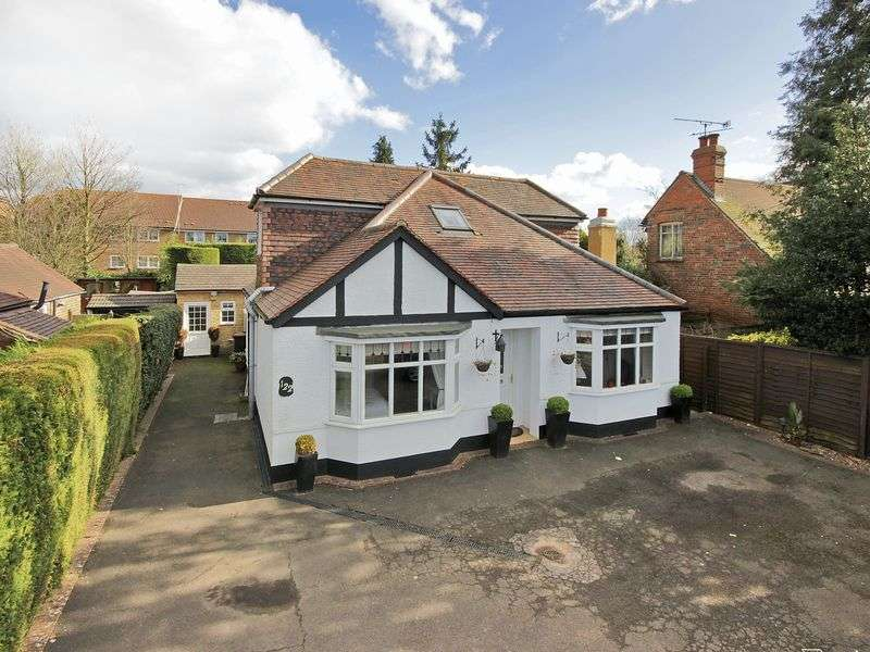 4 Bedrooms Bungalow for sale in London Road, Northgate, Crawley, West Sussex