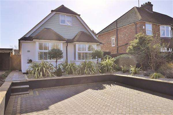 4 Bedrooms Bungalow for sale in ASHFORD TN24