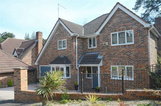 4 Bedrooms Detached House for sale in Queens Park, Bournemouth, Dorset
