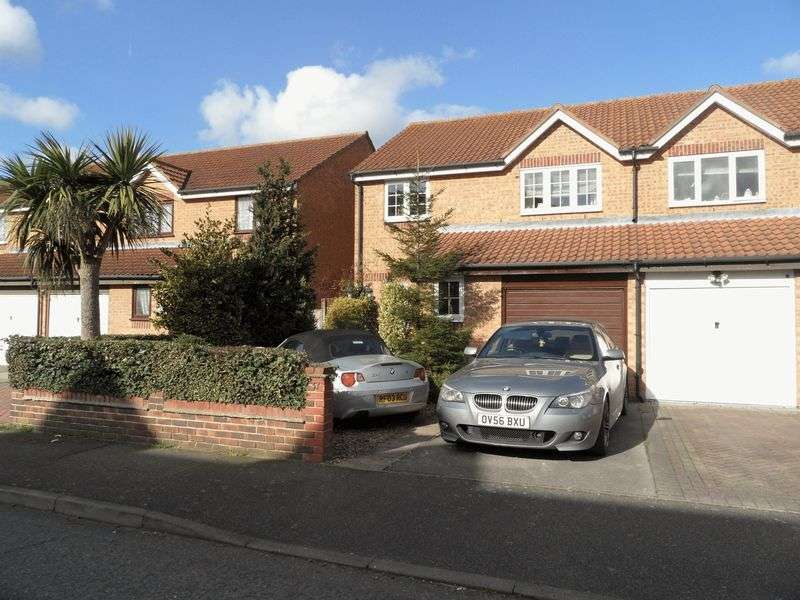 4 Bedrooms Semi Detached House for sale in Danbury Crescent, South Ockendon