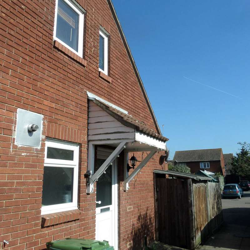 1 Bedroom Semi Detached House for sale in Batten Close, London
