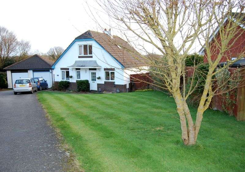 3 Bedrooms Detached Bungalow for sale in Goss Meadow, Crediton