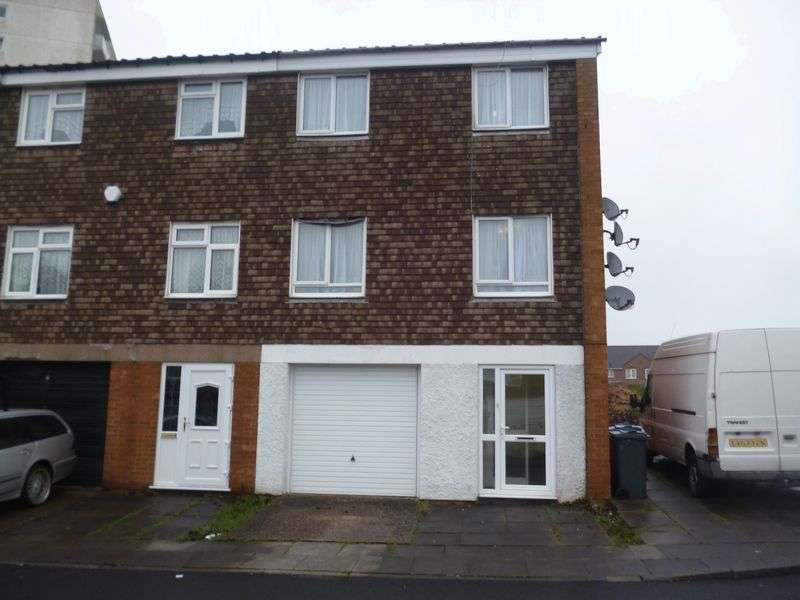 3 Bedrooms Terraced House for sale in Selcroft Avenue, Quinton B32 2BX - 3 Bedroom town house with garage