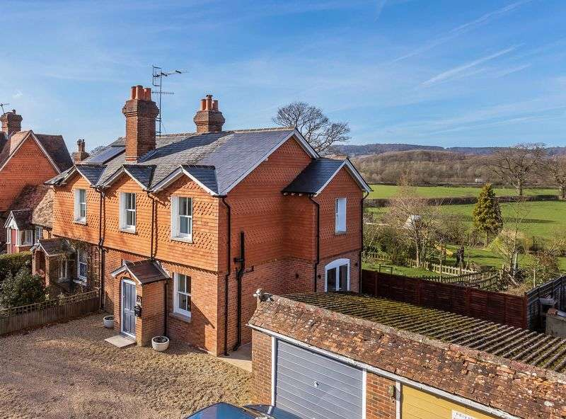 3 Bedrooms Semi Detached House for sale in Edge of Capel Village