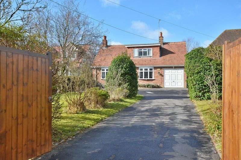 4 Bedrooms Detached House for sale in Worthing Road, Horsham