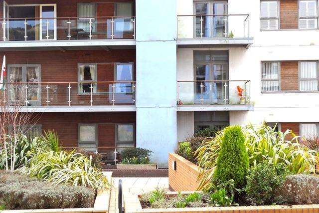 2 Bedrooms Apartment Flat for sale in Lamberts Road, Swansea