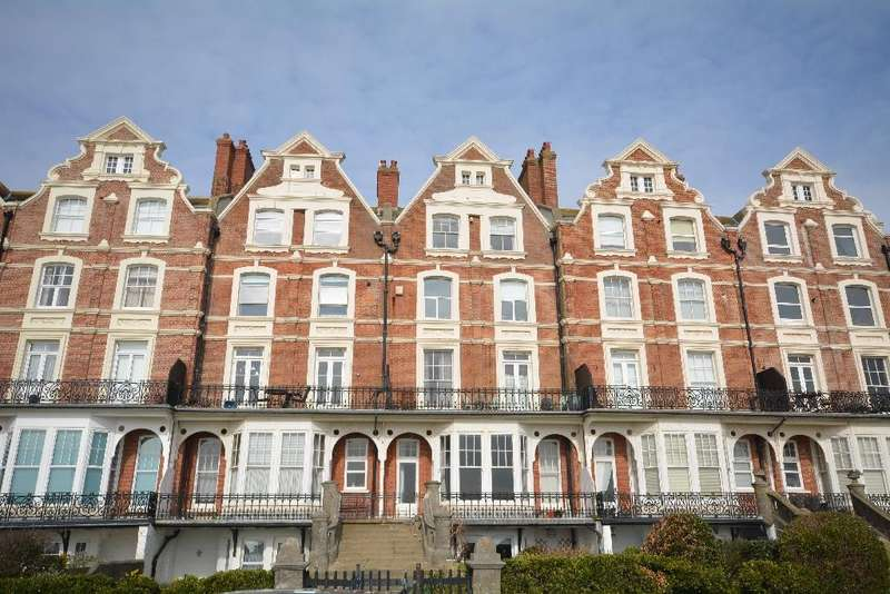 2 Bedrooms Flat for sale in Stonehaven Court Knole Road, Bexhill-On-Sea