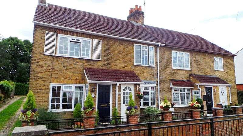 2 Bedrooms Terraced House for sale in Longfield Lane, West Cheshunt
