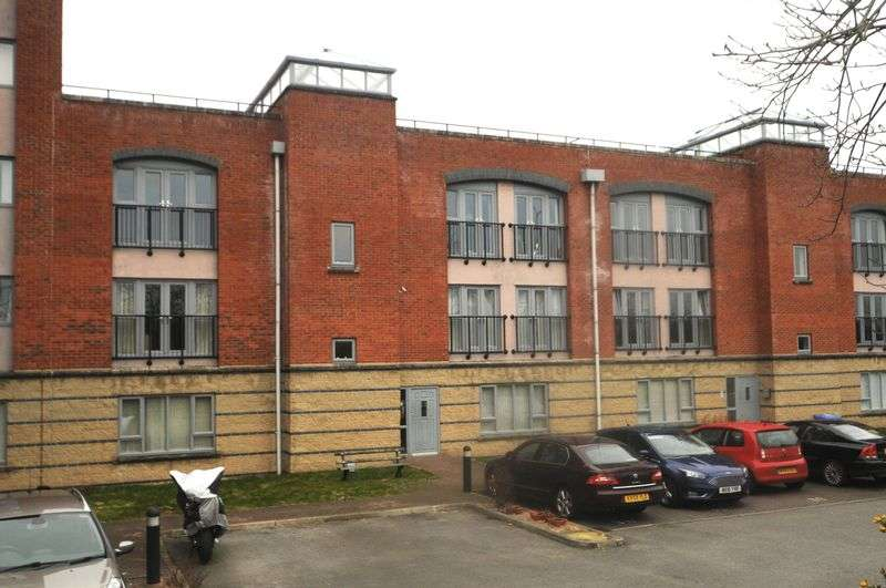 1 Bedroom Flat for sale in Cantilever Gardens, Station Road, Warrington